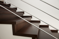 Eurodreveník masívne schodisko dubové lakované